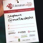 Literaturcamp-Teilnehmer-Badge. Ich habe doch glatt vergessen meine Hashtags da drauf zu schreiben.